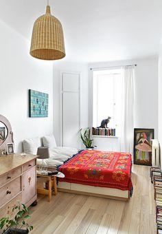 54-metrowe mieszkanie na warszawskiej Ochocie - właściciele przedwojenny klimat zestawili z nowoczesnością - Dom