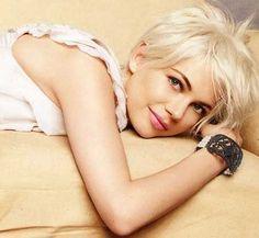 Latest Short Blonde Hairstyles_17