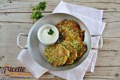 I rosti di zucchine sono un piatto semplice e veloce da preparare ideali per laperitivo o da gustare come secondo piatto.