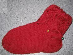Ulla joulu 2005 - Jouluiset kääntövarsisukat Birkenstock Boston Clog, Knitting Socks, Knitting Patterns, Beanie, Hats, Google, Dots, Knit Patterns, Breien