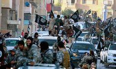 ناجٍ من سجون داعش في الرقة يروي…: تُعدّ مرحلة الاستقبال داخل سجون داعش هي الأسوأ على الإطلاق حسب شهادات بعض الناجين منها. يقف المعتقل معصوب…