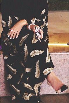 Fakhra Abaya With Gold Feathers Hijab Fashionista, Dubai Fashionista, Niqab Fashion, Street Hijab Fashion, Modest Fashion, Muslim Women Fashion, Islamic Fashion, Pinterest Design, Abaya Noir