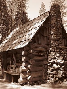 Rustic Cabin Life added a new photo. Old Cabins, Cabins And Cottages, Cabins In The Woods, Wooden Cabins, Log Cabin Living, Log Cabin Homes, Porche, Little Cabin, Cozy Cabin