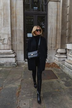 Black brushed wool coat, mock croc The Curated classic shoulder bag, skinny jeans, knee high boots in croc printed leather Winter Boots Outfits, Winter Fashion Outfits, Autumn Winter Fashion, Fall Outfits, Winter Style, Black Boots Outfit, Winter Chic, All Black Outfit Casual, Look Winter