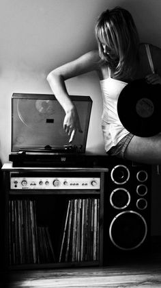 listen to music. drown out the world around you black white photography records old school vinyl play it loud record player Lps, Music Is Life, My Music, Music Waves, Live Music, Vinyl Junkies, Retro Stil, Record Players, Vinyls