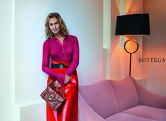 Lauren Hutton na campanha da Bottega Veneta, que tal? Vem ver mais cliques