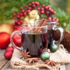 Mulled sweet wine – Glühwein by Greek chef Akis Petretzikis. The perfect drink for the holidays or cold weather that will warm you up in the most delicious way! Merry Christmas Baby, Christmas Sweets, Tea Smoothies, Greek Desserts, Sweet Wine, Xmas Food, Mulled Wine, Pinterest Recipes, Summer Drinks