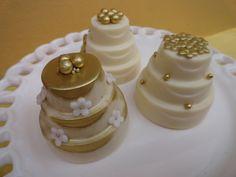 bolos de andares para casamentos decorados com flores - Pesquisa Google