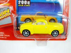 JOHNNY LIGHTNING 2004 NEW CARS CHEVY SSR WHITE LIGHTNING