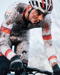 Mathieu van der Poel on the chase at Zeven credit Jeff Curtes @jeffcurtes