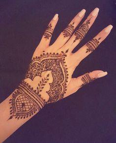 65 Super Ideas For Indian Bridal Henna Mehndi Mehendi - Bridal Jewellery - Hand Henna Designs Henna Hand Designs, Pretty Henna Designs, Mehndi Art Designs, Henna Tattoo Designs, Bridal Mehndi Designs, Henna Tattoo Hand, Hand Tattoos, Henna Mehndi, Mehendi