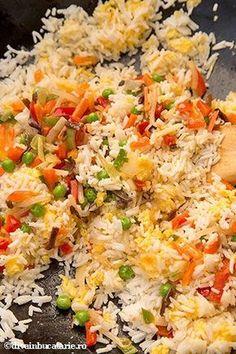 OREZ PRAJIT CU OUA SI LEGUME | Diva in bucatarie Good Healthy Recipes, Healthy Breakfast Recipes, Baby Food Recipes, Indian Food Recipes, Asian Recipes, Vegetarian Recipes, Cooking Recipes, Good Food, Yummy Food
