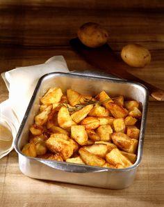 Le patate al forno sono il contorno ideale per gli arrosti e altri secondi piatti. Con Sale&Pepe scopri i modi migliori per cucinarle.