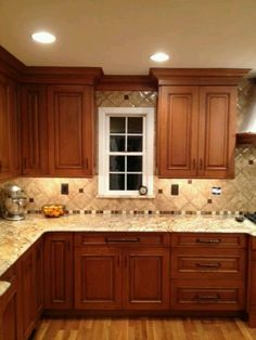Color for cabinets! with cream counter Like these cabinets and under counter lighting Granite Kitchen, Kitchen Tiles, Kitchen Flooring, Kitchen Countertops, Oak Kitchen Cabinets, Wood Cabinets, Kitchen Design, Kitchen Redo, Granite Tile