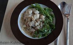 Nudeln in grüner Currysauce mit Fisch
