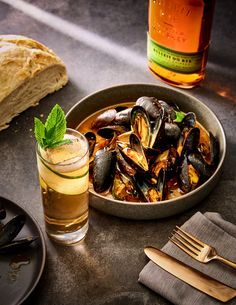 You know what tastes declicious? Pairing mussels and a good old Bulleit Rye. Enjoy! Kentucky Mule, Bulleit Bourbon, Mussels, Rye, Cocktail Recipes, Spicy, Ethnic Recipes, Easy, Food