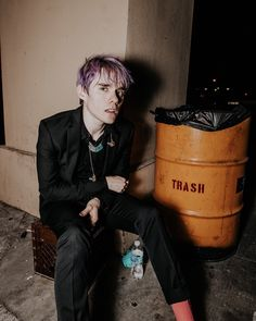 awsten w purple hair 😆😆 - by ᵇᵃⁿᵈˢ ʳᵘⁱⁿᵉᵈ ᵐʸ ˡⁱᶠᵉ 」 Otto Wood, Waterparks Band, Awsten Knight, How To Look Handsome, Emo Bands, Pop Punk Bands, My Chemical Romance, Purple Hair, Music Stuff