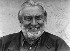 Verner Panton (13 février 1926, Gentofte - 5 septembre 1998, Copenhague) est un designer danois, considéré comme l'un des plus influents du xxe siècle. Au cours de sa carrière, il a créé des objets au design innovant et futuriste. Il avait une prédilection pour tout ce qui permettait de s'asseoir, et utilisait couramment le plastique avec des couleurs vives et des formes généreuses. Ses créations ont profondément marqué les années 1960.