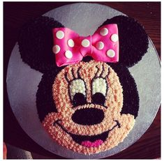 Minnie Mouse Cake Pan, Bolo Do Mickey Mouse, Mickey And Minnie Cake, Minnie Mouse Birthday Cakes, Minnie Mouse Theme, Mickey Cakes, Mickey Mouse Birthday, Birthday Cakes Girls Kids, Cake Birthday
