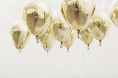 Gold balloons from pinterest // @marielizbeth