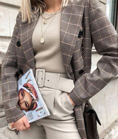 The oversized blazer is the most stylish wardrobe piece in season! Now, it is appropriate for any look hence these 10 ways to style the oversized blazer! 40 Best Autumn Winter Fashion Trends For 2019 Cute Casual Outfits, Chic Outfits, Fall Outfits, Fashion Outfits, Womens Fashion, Summer Outfits, Fashion Clothes, Simple Outfits, Modest Fashion