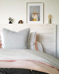 Custom bedhead in scandi bedroom bedroom дом, интерьер, деко Scandi Bedroom, Cozy Bedroom, Master Bedroom, Bedroom Decor, Bedroom Ideas, Plywood Headboard, Shelf Headboard, Headboard Designs, Basement Bedrooms