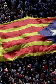 Elezioni Catalogna, indipendentisti in vantaggio. Per gli exit poll hanno la maggioranza assoluta