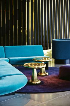 Check here some wonderful modern sofas in hotel interiors that will certainly inspire you to be bolder and leave you wanting to redecorate your space! | Home Decor. Hotel Interior. #hotelinterior #modernsofas #velvetsofa See more at: https://www.brabbu.com/en/inspiration-and-ideas/interior-design/inspired-wonderful-modern-sofas-hotel-interiors