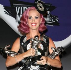 Katy Perry rocks a bubble gum pink hairstyle