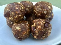 Energy Balls with Medjool Dates These Healthier Energy Balls Are Made With Medjool Dates More from my site No Bake Protein Bites My Top 5 (Time & Sanity-Saving) Hacks for Packing School Lunches Monster Cookie Energy Balls Protein Bites, Protein Ball, Protein Snacks, Vegan Protein, High Protein, Energy Snacks, Energy Bites, Healthy Study Snacks, Date Recipes Healthy