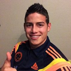 25 Reasons Colombia's James Rodríguez Should Be Your Favorite Person Ever James Rodriguez, Soccer Fans, Football Soccer, Beautiful Men, Beautiful People, Thirty Two, How To Speak Spanish, King James, Fifa World Cup