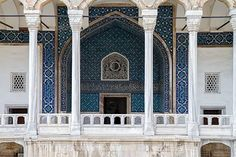 The #TiledKiosk (Turkish: Çinili Köşk) home to the Museum of #TurkishCeramics, is a pavilion set within the outer walls of #TopkapiPalace and dates back to 1472. #landofceramics