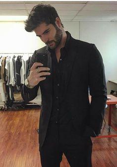 Nick Bateman, Beautiful Men Faces, Gorgeous Men, Mens Fashion Suits, Mens Suits, Stylish Men, Men Casual, Casual Look, Black Suit Men