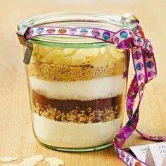Backmischung im Glas         Zutaten für ca. 15 Cookies:  Im Glas  (500 ml):  150 g   Mehl, 50 g gehackte Haselnusskerne, 2 EL Kakaopulver...
