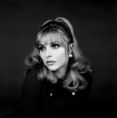 vintage everyday: 16 Extraordinary Portraits of Celebrities from the Taken by Jerry Schatzberg Sharon Tate, 1966 Jerry Schatzberg, Merle Oberon, Veronica Lake, Charles Manson, Shirley Jones, Timeless Beauty, Classic Beauty, Women's Beauty, Crane