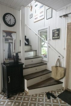 Diagnoosi:sisustusmania: Melkein Furniture, Wooden, Cottage, Interior, Country Cottage, Beautiful Homes, Home Decor, Entryway, Stairs