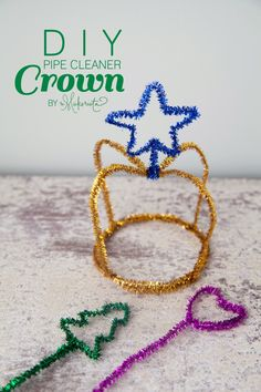 Diy cleaners 51861833182949075 - The Makerista: Simple DIY Felt + Pipe Cleaner Crowns Source by elisasmith Projects For Kids, Diy For Kids, Crafts For Kids, Fun Crafts, Diy And Crafts, Pipe Cleaner Crafts, Pipe Cleaners, Easy Diy, Simple Diy