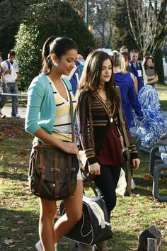 Pretty Little Liars Pilot where you see Emily Fields & Aria Montgomery going to school