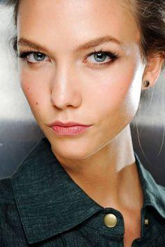 Model Karlie Kloss wearing makeup by Pat McGrath for Dolce & Gabbana Spring Summer 2012 | Natural makeup ideas