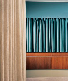 Arne Jacobsen, Room 606. Royal Hotel, SAS House (1955-1960), Copenhagen, Denmark The curtains form a pleated counterpart to the valance above the window wall and complete Jacobsen's composition of horizontal bands. A grey carpet specked with knots of pink and white wool creates an animated plane of shifting colour.
