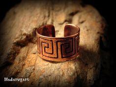 Artizani romani  Mestesugari romani   Inel din cupru handmade Cuff Bracelets, Gold Rings, Rings For Men, Deviantart, Handmade, Jewelry, Men Rings, Hand Made, Jewlery