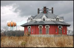 Crites Octagon House - Circleville, Ohio by jblorx, via Flickr