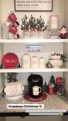 Pin by Carol Powell on Christmas decorations in 2019 Christmas Dishes, Christmas Coffee, Christmas Kitchen, Cozy Christmas, Country Christmas, All Things Christmas, Natural Christmas, Christmas Christmas, Christmas Ideas