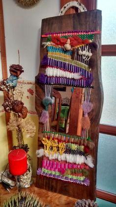 Espejo....,hecho por Blanka... Hanging Wall Art, Diy Wall Art, Wall Hangings, Textile Tapestry, Weaving Patterns, Fiber Art, Lana, Ladder Decor, Diy And Crafts
