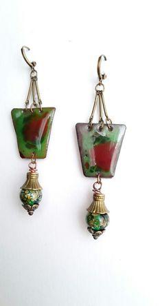 *Au jardin des lumières* - émaux sur cuivre - boucles d'oreilles boho chic sur fonds verts et orangers : Boucles d'oreille par echappee-perles