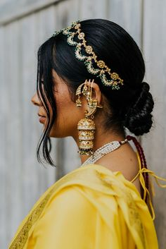 Gorgeous Anand Karaj At Home With A Bride Who Designed Her Own Bridal Outfits Indian Wedding Jewelry, Indian Bridal, Bridal Jewelry, Indian Weddings, Gold Jewelry, Indian Hair Accessories, Rajput Jewellery, Anand Karaj, Sikh Bride