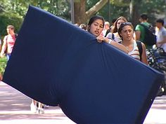 Emma Sulkowicz has been carrying a heavy load ever since starting classes Tuesday at Columbia University. Literally. The visual arts...