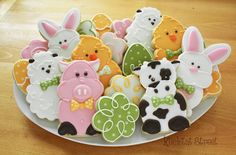 Oh my goodness, I can't believe Easter is only three days away! Somehow I didn't get into making many Easter cookies this year. Farm Cookies, Cookies For Kids, Easter Cookies, How To Make Cookies, Cookies Et Biscuits, Cupcakes, Cupcake Cookies, Sugar Cookies, Sugar Cookie Royal Icing