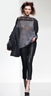 I need this top! Rocker Chic, Leather Dresses, Fashion Outfits, Womens Fashion, Fashion 2016, Fashion Colours, Beautiful Outfits, Casual Wear, Beachwear
