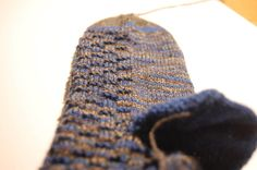 Wollreste! Bei jedem gestrickten Sockenpaar bleibt in der Regel ein Wollrest übrig. Wer viele Socken strickt, hat eine Menge Wollreste in seinem Wollvorrat. ...